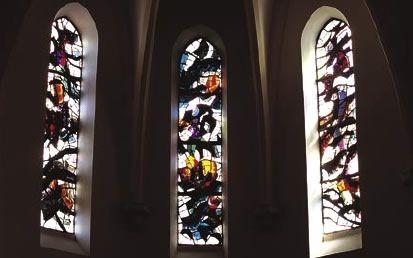 Verrières du chœur de l'église de Puylaurens (Tarn), 1964. Infinité de nuances sur un fond blanc lumineux.